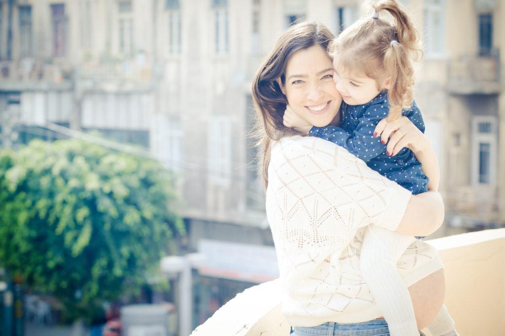 צילום הריון עם ילדה